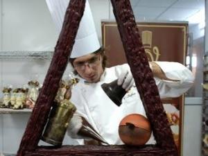Новорічну ялинку з шоколаду виготовили в Ужгороді