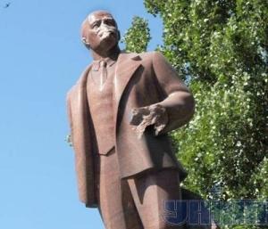 За відбитий ніс Леніна колекціонери дають 10 тисяч доларів