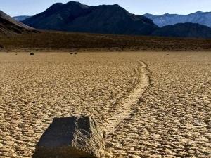 У Долині Смерті валуни рухаються самі по собі