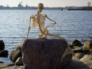 Скелет вимерлої русалки з'явився на набережній Копенгангена